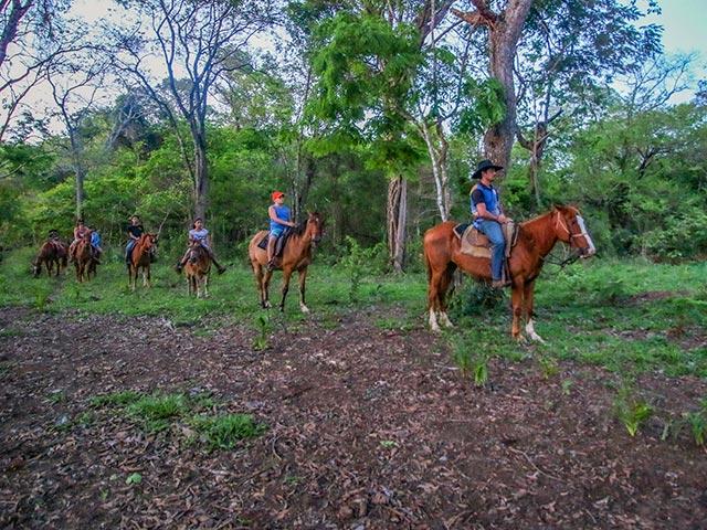 Cavalgada-do-Peao-Noturna-Bonitour-Passeios-em-Bonito-435509_69402.jpg