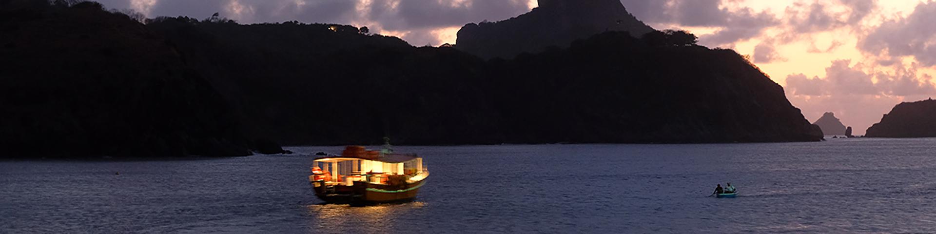 entardecer-vip-de-barco-Bonitour-Passeios-em-Fernando-Noronha-1327723_5985.jpg
